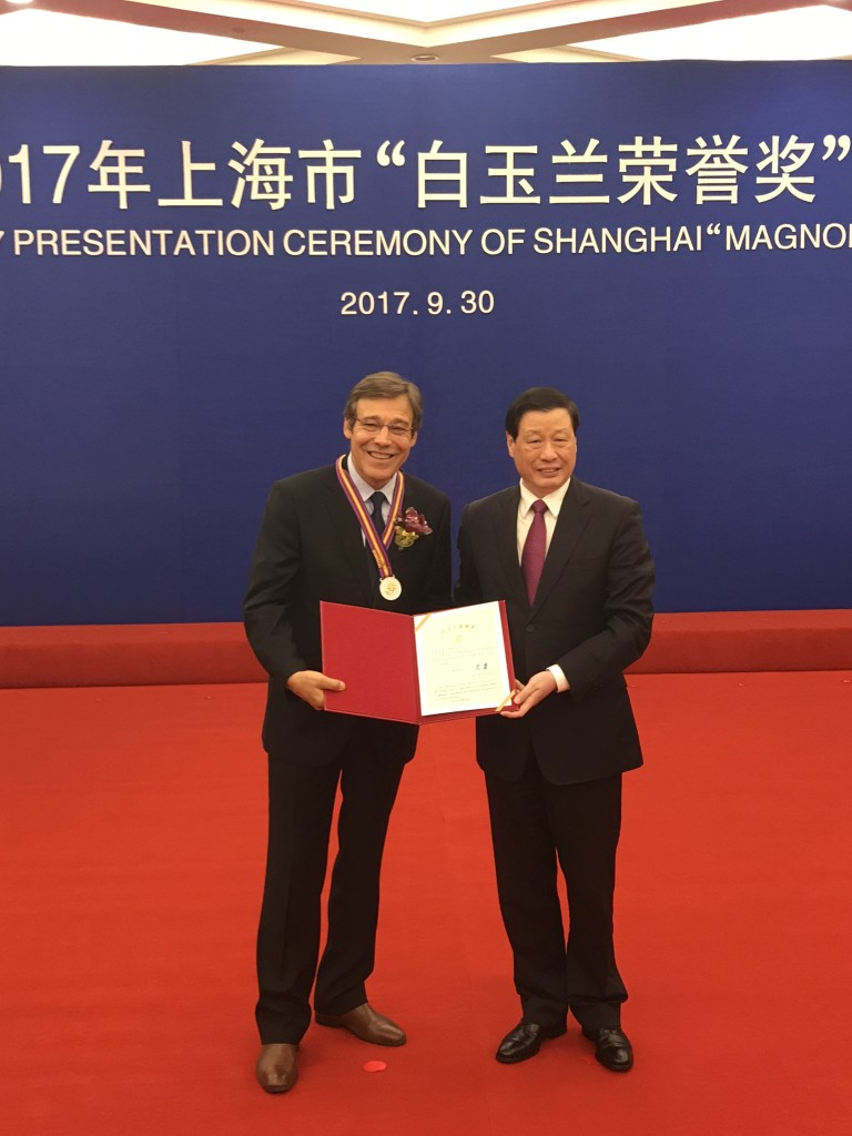 Antonio Duarte and the Mayor of Shanghai Mister Ying Yong